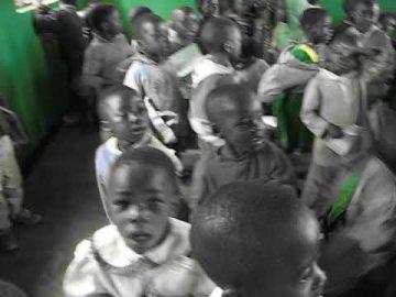Viviana Rasulo - Animazione bambini in Tanzania