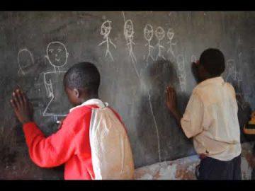 Viviana Rasulo - Classe di bambini in tanzania